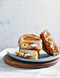 Try our goat's cheese toastie recipe with thyme. Make this easy goat's cheese and apricot jam toastie recipe for an easy cheese toastie recipe with thyme Quick Vegetarian Meals, Vegan Breakfast Recipes, Brunch Recipes, Goat Cheese Sandwiches, Goat Cheese Recipes, Cheese Toasties, Apricot Jam Recipes, Good Food, Yummy Food