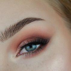 @themakeupgeek eyeshadows in Creme Brûlée, Poppy, Cabin Fever, Corrupt, Grandstand, and roulette (just a little bit over grandstand) @colourpopcosmetics eyeshadow in Let Me Explain ig: @ roseherdmakeup