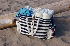 I love the look of the Nautical Knots crochet beach bag by A Crocheted Simplicity #handmade #crochet #beachbag