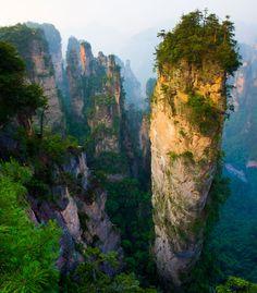 Pináculos de calcário em Wulingyuan (Hunan, China) ~ 'O carste cacos de Wulingyuan são o que resta de montanhas de arenito quartzito depois de milhões de anos de erosão hídrica. Eles são parte de Zhangjiajie National Forest Park. ~ Fotógrafo: Feng Wei Fotografia | Getty Images