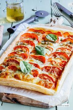 Caprese cake with spinach. Easy Salty Pie Recipe- Caprese cake with spinach. Veggie Recipes, Vegetarian Recipes, Cooking Recipes, Healthy Recipes, Salty Foods, Quiches, Italian Recipes, Food Inspiration, Love Food