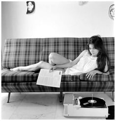 Claudia Cardinale,60's record player