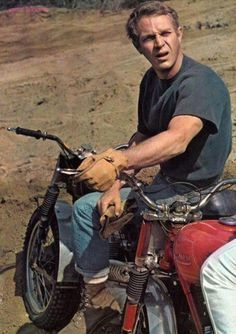 This picture gallery is from the personal collection of Steve McQueen fan Donna Redden. It features Japanese Pin Up posters of McQueen dating from 1960 through to Steven Mcqueen, Steve Mcqueen Motorcycle, Triumph Motorcycles, Vintage Motorcycles, Motocross, Steve Mcqueen Style, Films Cinema, Nitro Circus, John Kennedy