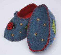 A Polar Bear's Tale: Felt baby shoes with ladybird Felt Baby Shoes, Felt Boots, Softies, Plushies, Patron Vintage, Kit Bebe, Handmade Felt, Felt Art, Baby Booties