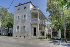 With a marble entrance doorway, and elegant hand carved moldings and signature mantels, Thomas Ravenel sells his home in Charleston. Charleston Style, Charleston Homes, Thomas Ravenel, Southern Homes, Southern Charm, Garden Tub, Street House, Curb Appeal, House Tours