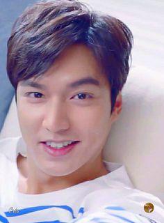 Lee Min Ho why are you so beautiful Lee Min Ho Kiss, Lee Min Ho Smile, Joon Gi, Lee Joon, Korean Celebrities, Korean Actors, Hyun Bin, Le Min Hoo, Asian Man Haircut