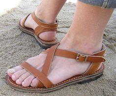 Sur DaWanda, on trouve aussi des sandales en cuir faites à la main !