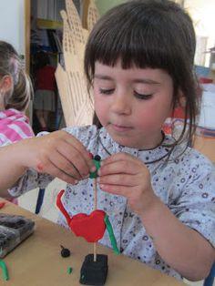 El interés de Miró por la escultura deriva de una voluntad de superar los límites estrictos de la pintura.Para los niños sus escultura... Joan Miro, Elements Of Art, Art Festival, Art Activities, Art Therapy, Artist Art, Projects For Kids, Art For Kids, Arts And Crafts