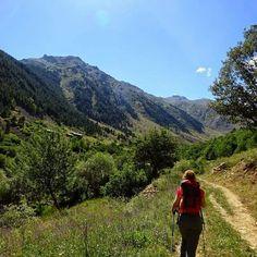 Yürumek... Arkana bakmadan nefesin yettiği, ayaklarının seni götürdüğü yere kadar yürümek.  tamzaratur.com Hiking, Tours, Mountains, Nature, Travel, Walks, Naturaleza, Viajes, Destinations