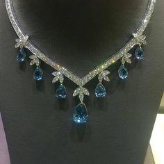 Fantastic Diamond and Aquamarine necklace - By High Jewelry, Luxury Jewelry, Jewelry Necklaces, Jewellery, Aquamarine Necklace, Diamond Pendant Necklace, Saphir Rose, 4 Diamonds, Princess Jewelry