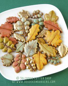Leaf Cookies, Fall Cookies, Flower Cookies, Iced Cookies, Royal Icing Cookies, Sugar Cookies, Cookies Et Biscuits, Thanksgiving Cookies, Fall Decorated Cookies