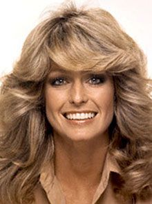 """Feathered"" was a big trend in the Charlie's Angels' Farrah Fawcett popularized this iconic look! Farrah Fawcett, 1970s Hairstyles, Hairstyles Pictures, Big Hairstyles, Layered Hairstyles, Art Visage, Glam Rock, Belle Photo, Movie Stars"