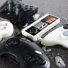 After a hard day of gaming on your Xbox your hands are bound to get sweaty. Why not wash them off with an Xbox controller? These Game Controller Soaps. Mario Bros, Playstation, Xbox 360 Controller, Final Fantasy Vii, Jouer, Call Of Duty, Bar Soap, Cool Gadgets, Cool Gifts