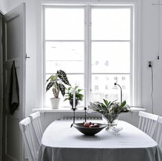 "285 Me gusta, 2 comentarios - INTRO INRED (@introinred) en Instagram: ""On the table! Styling for @bjurfors_goteborg Julia Albinsson #interior4all #interior123…"""