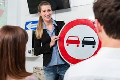 New York's top rated Driving Schools. List of the best Driving Schools in NYC which offers professional driving lessons and training. Schools In Nyc, Schools In America, Driving Teen, Driving School, Driving Instructions, Driving Practice, Driver Online, Driving Courses, Teen Driver