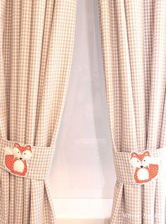 ** ♥ ♥ ♥ Zeitlos und aktuell ist dieser Vorhang, immer passend für ein schönes Kinderzimmer in Vichy Karo beige, versehen mit einem passenden Raffhalter und einer süssen Fuchs-Applikation.♥ ♥ ♥...