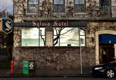 Photographer roaming-the-planet captured this beautifully composed shot in front of Sylvia Hotel, one of Vancouver's historic landmarks. Thank you for submitting!