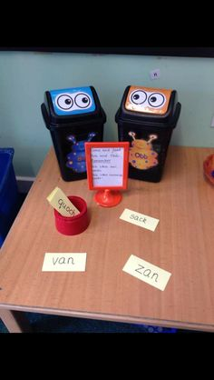 Alien words bob and obb Ks1 Classroom, Year 1 Classroom, Classroom Displays, Teaching Phonics, Primary Teaching, Phonics Games Year 1, Phonics Lessons, Kindergarten Literacy, Early Literacy