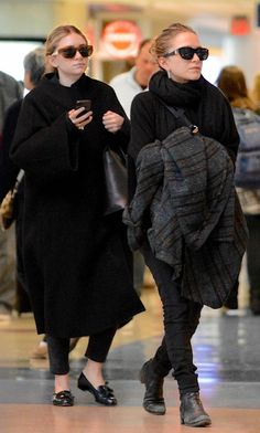 AIRPORT LOOK: MARY-KATE + ASHLEY   COZY IN BLACK - Olsens Anonymous