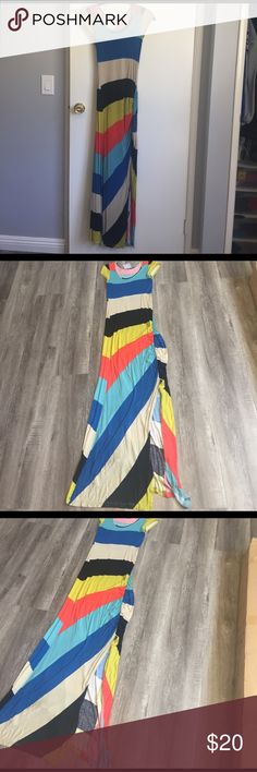 """Cute maxi with Ruched slit I wore 1x so cute lot of compliments has stretch chest 11.5"""" and length 56"""" soft jersey Romeo & Juliet Couture Dresses Maxi"""