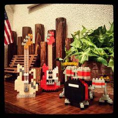 "60 mentions J'aime, 3 commentaires - katsu (@katsu_jpn) sur Instagram: ""トイレの一角。過去pic  #ナノブロック #ギター #ドラム #ロック #ダイソー #100均 #トイレインテリア #nanoblock #guitar #drum #rock #daiso…"""