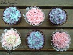 Cupcakes Hortensia with wrappers