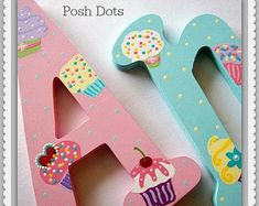 Hand Painted Letters and Design & Paint Guide por PoshDots Painting Wooden Letters, Painted Letters, Hand Painted, Hanging Letters On Wall, Letter Wall, Puffy Paint Designs, Dot Letters, Photo Prop, Kids Library