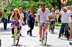 """Carlos Vives and Shakira officially released their new song """"La Bicicleta,"""" the first collab between the two Colombian artists. • Carlos Vives y Shakira lanzaron oficialmente su nueva canción """"La Bicicleta"""", la primera colaboración entre los dos artistas colombianos. • 27/05/2016"""