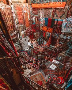 #WatArun a beleza e grandiosidade desse lugar é tão grande que nem coube na minha foto. Uma riqueza de detalhes surreal 🙌 Deco Restaurant, Cappadocia Turkey, Ancient Persia, Most Popular Instagram, Room Pictures, Culture Travel, Exterior, Time Travel, Wonders Of The World