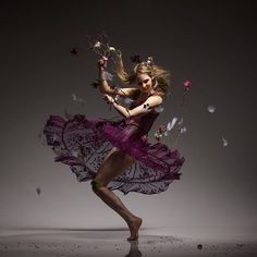 """@nataliederyn, covergirl for the September issue of @shutterbugpix and featured dancer in """"Lois Greenfield: Moving Still"""", performs in her one-woman show """"Patient History"""" featuring original music by Reed Kackley and projections by William Stanton on Friday and Saturday at @wearemisterrogers in Brooklyn.  https://www.eventbrite.com/e/patient-history-a-movement-memoire-tickets-36839055607  #NatalieDerynJohnson #PatientHistory #LoisGreenfield #MovingStill #MisterRogers #theater #NYC #dance"""