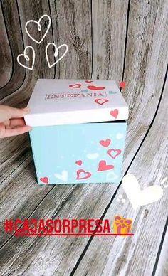 Caja regalo torta sorpresa festejo original Diy Crafts Hacks, Diy Crafts For Gifts, Cake Boxes Packaging, Elegant Birthday Cakes, Disney Desserts, Birthday Girl Pictures, Gift Baskets For Women, Birthday Box, Explosion Box