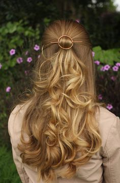 Modern minimalist copper hair clip open circle hair by Kapelika Pretty Hairstyles, Braided Hairstyles, Wedding Hairstyles, Romantic Hairstyles, Fall Hairstyles, Blonde Hairstyles, Simple Hairstyles, Latest Hairstyles, Hairstyle Ideas
