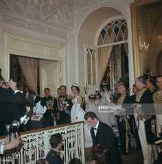 Farah Diba e Mohammad Reza Pahlavi while they make their entrance into Golestan Palace on their wedding day; following the bride are several bridesmaids who lift the trail of her wedding dress. Teheran (Iran), 21st December 1959.