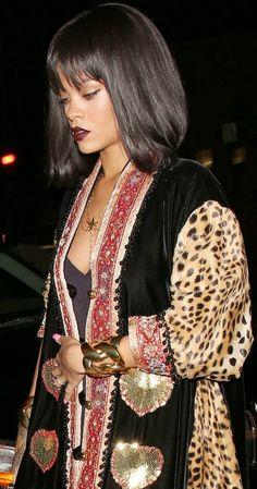 Rihanna arrasa com casaco fashion
