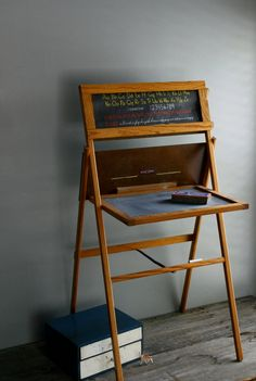 I had one of these and always used it when I played school!  Of course I was the teacher.