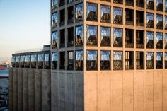 Thomas Heatherwick --> Luxury hotel inside converted grain silo in Cape Town Hotels And Resorts, Best Hotels, Thomas Heatherwick, Cape Town Hotels, Grain Silo, Concrete Building, Amazing Buildings, Facade Architecture, Cool Landscapes