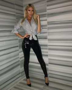 Sexy Outfits, Casual Outfits, Fashion Outfits, Womens Fashion, Vinyl Leggings, Leggings Are Not Pants, Pantalon Vinyl, Leather Look Jeans, Vinyl Trousers