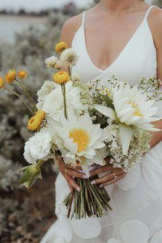 Um casamento moderno e colorido, com flores exóticas: Georgia + Adam Bridesmaid Bouquet, Wedding Bouquets, Wedding Flowers, Warehouse Wedding, Rooftop Wedding, Cascade Bouquet, Reception Design, Minimal Wedding, Pink Petals