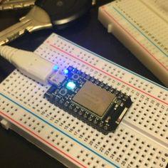#sparkcore  #arduino のwifi搭載してる版みたいなやつ 光らせるプログラムをwifi経由で書き込めた by tomokazu_kozuma