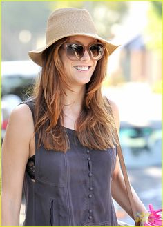 I miss Kate Walsh on greys. She's so beautiful and her hair is to die for!!