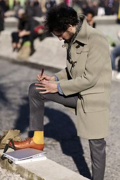 Polka dots, slim flannel trousers, stone-colored duffle coat and the crazy yellow socks with gorgeous leather shoes. And are those chambray cuffs peeking out? The Sartorialist, Yellow Socks, Stylish Mens Outfits, Stylish Clothes, Men Clothes, Inspiration Mode, Comme Des Garcons, Models, Brown Dress
