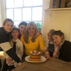 Jamie Oliver's five children pose in RARE photo with their glamorous granny Jamie Oliver Wife, Jools Oliver, Amazing People, Good People, Three Daughters, Happy We, Mum Birthday, Kid Poses, Rare Photos