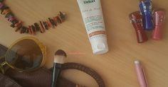 Yaz kış düzenli kullandığım bakım ürünlerimden biri de el kremleri. Şu an kullanmaya devam ettiğim de Nuxe markasının Reve de Miel Onar...