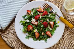 Rucolasalade met aardbeien en citroendressing ♥ Foodness - good food, top products, great health