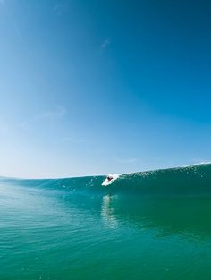 Clean walls like these.. I'm a dreaming of surfing waves like this.