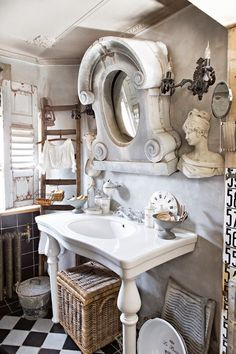1000 images about oeil de boeuf on pinterest french antiques window and mirror - Badkamer mansard ...