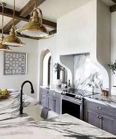 All the heart eyes for this gooorgeous kitchen designed by @elizabethmillerreich : @jenniferhughesphoto