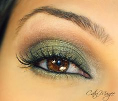 Golden Green Look       Using  Urban Decay Ammo Palette      and   Urban Decay Naked Palette                          Buck on the creas...