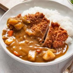 Katsu curry is a variation of Japanese curry with a chicken cutlet on top. Adding chicken cutlet brings the Japanese curry up to the next level. So tasty. Chicken Katsu Curry Recipes, Katsu Recipes, Chicken Curry, Arroz Al Curry, Asian Recipes, Healthy Recipes, Japanese Recipes, Japanese Curry, Vegetables