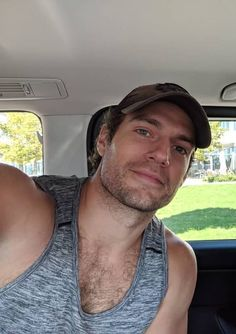  Can we just go back and relive this moment?  Phew 😅😍👅💦💦😍😍🤩😱😱🤗🤗😲😲😲😻🙀   is just too damn fine. Most Beautiful Man, Gorgeous Men, Henry Cavill Beard, Henry Cavill Eyes, Henry Caville, Actor Studio, My Superman, Cute Actors, British Actors